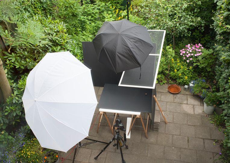 De fotostudio in de tuin van de fotograaf. Beeld Hans van Asch