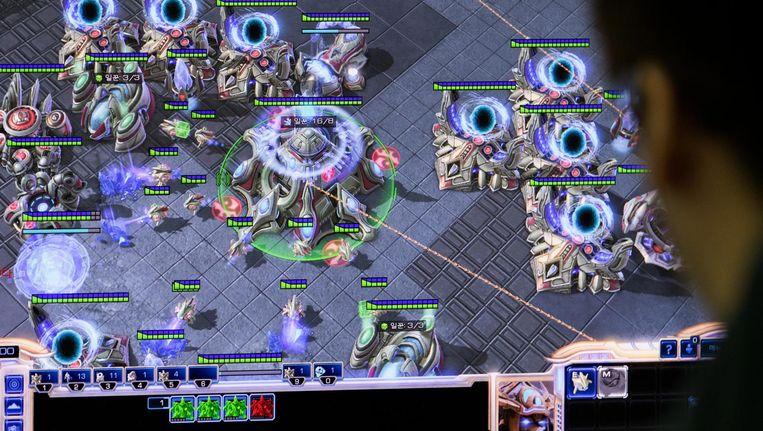 Een Gamer speelt Starcraft. Beeld getty