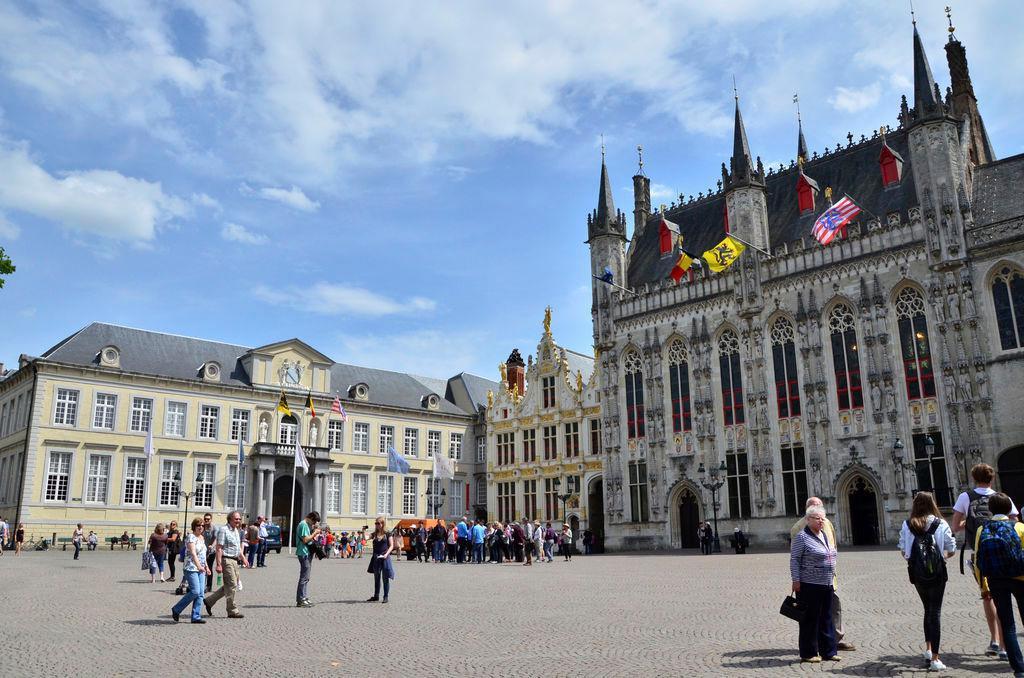 De Burg en het Stadhuis zullen vrijdag blauw kleuren.