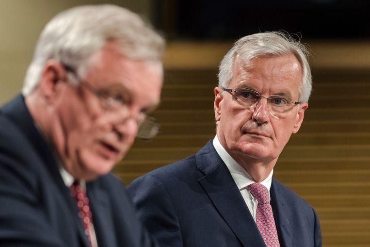David Davis en Michel Barnier.  Beeld AP