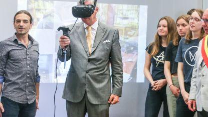 3D-bril maakt koning Filip duizelig