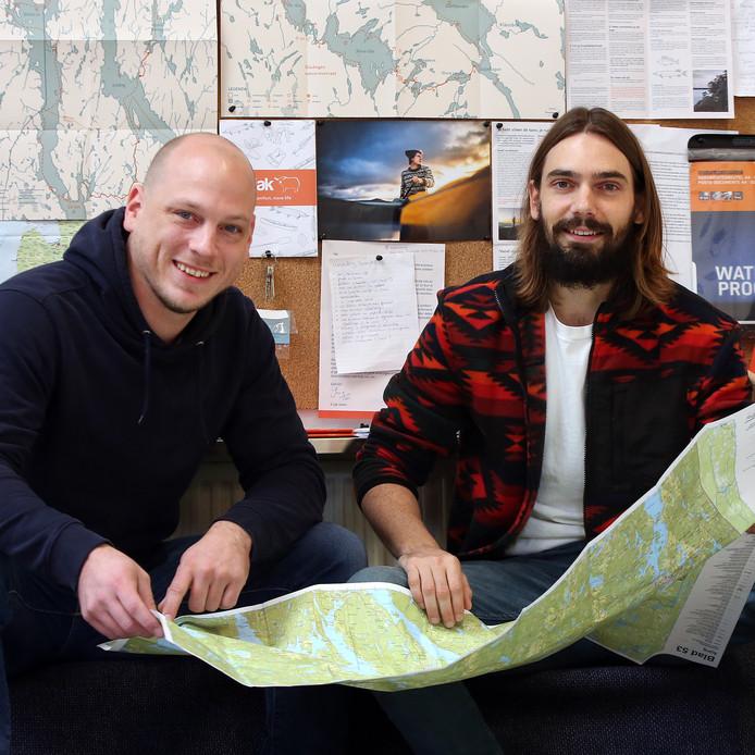 Bas Heris (links) en Jos van Pareren (rechts) van K-jak organiseren kano-tochten in Scandinavië.