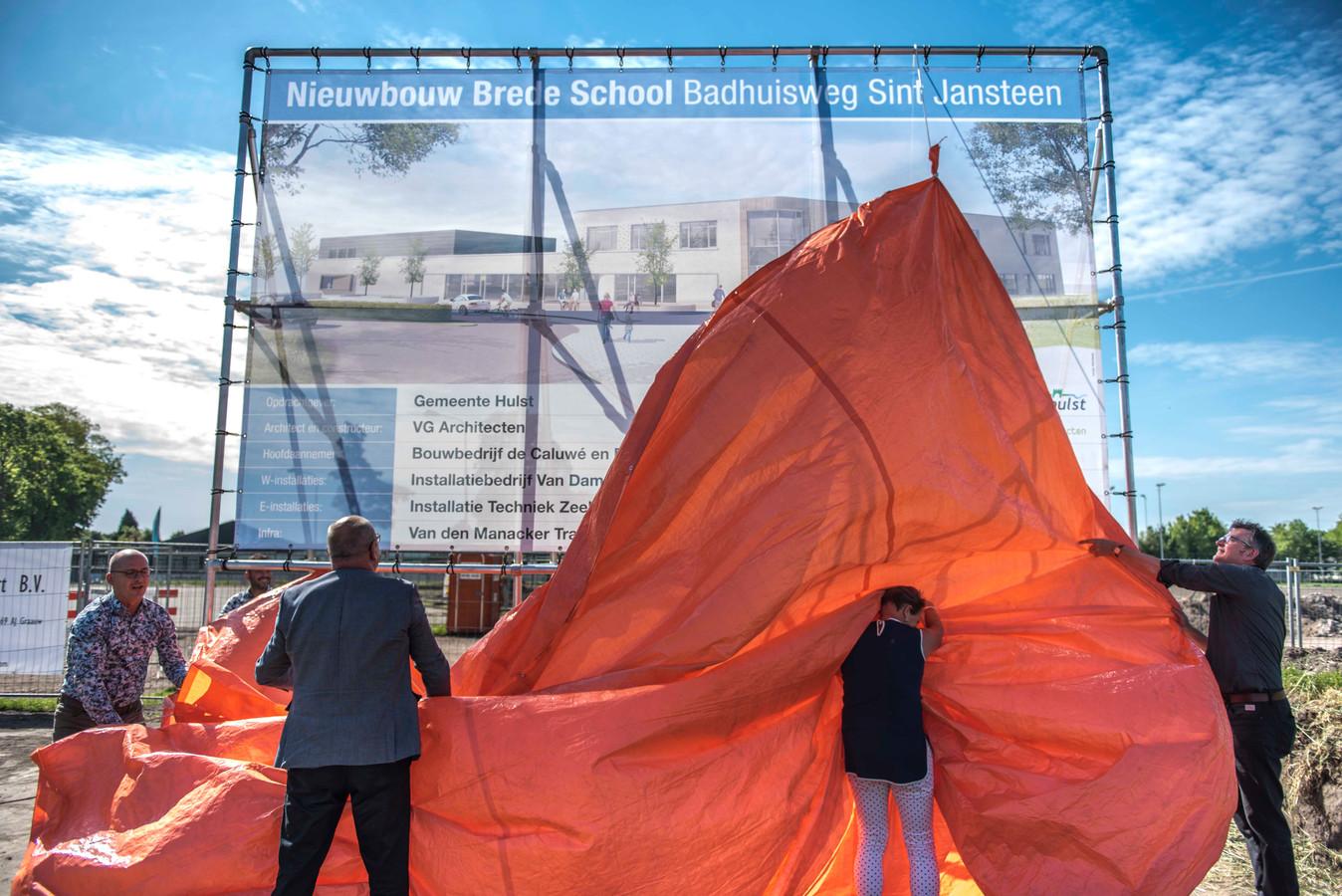 Hulst investeerde fors in nieuwe brede school in Sint-Jansteen, archieffoto start bouw.