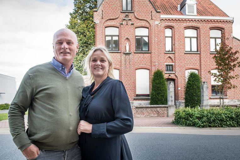 Kris Defoort en Karien Thevelein voor hun pastorie.