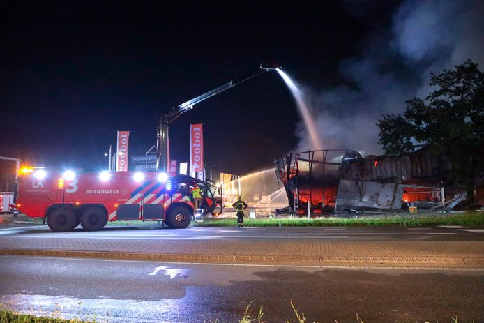 De brandweer hielp de hulp in van vier crashtenders, die ook wel blusreuzen worden genoemd. Uitzonderlijk volgens de Veiligheidsregio Utrecht (VRU).