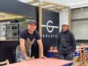 Senne Blomme en Lars Fiers van Gulzig, cateraar van de Glasfabriek op de Koopvaardijlaan.