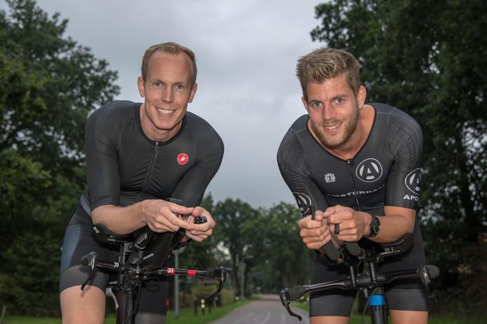 Roy ten Napel (links) en Hugo van den Berg hebben de Ironman van Hamburg op hun palmares staan. Na uren trainen en afzien, maar het was de moeite waard.