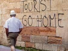 Jugés trop nombreux, les touristes sont malmenés en Espagne