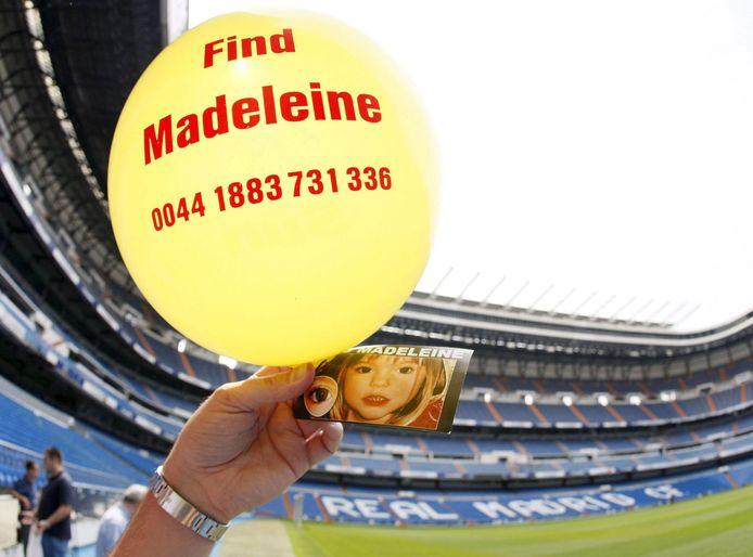 Een van de duizend ballonnen met foto die in juni 2007 werden opgelaten in het stadion van Real Madrid, met het doel het meisje terug te vinden.