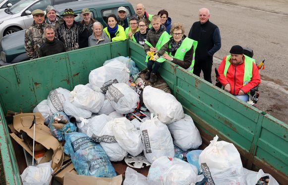 Ook op de slotdag van de gemeentelijke zwerfvuilactie daagden vele vrijwilligers op.