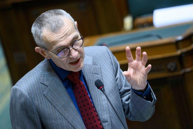 Minister Frank Vandenbroucke (sp.a) beseft dat peperdure remedies à la het basisinkomen  vaak erger zijn dan de kwaal.   Beeld Photo News