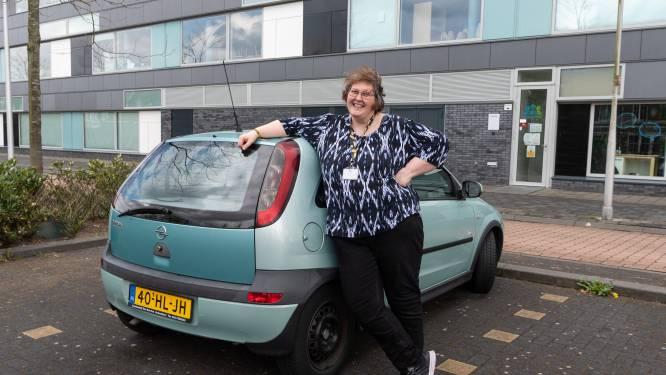 Zowel Opel 'Blikkie' als het lijf van Marlies vertoont soms kuren, toch slepen ze elkaar er al jaren doorheen
