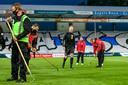 In Doetinchem komen de rieken tevoorschijn om het veld weer speelklaar te maken.