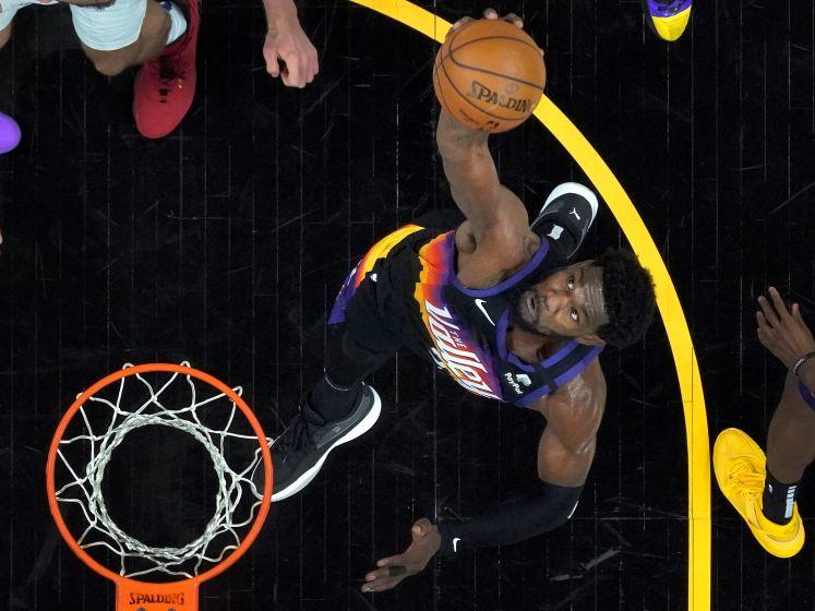 Spectaculaire dunk in laatste seconde helpt Suns aan overwinning