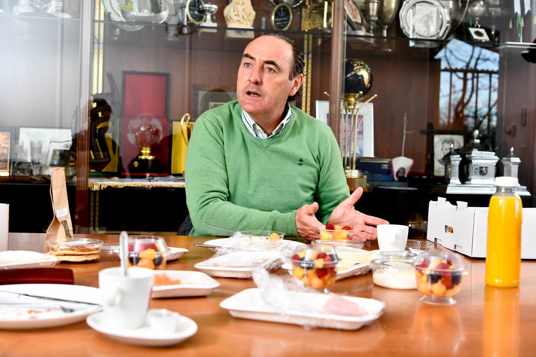 Yves Vanderhaeghe aan het ontbijt. Beeld Florian Van Eenoo Photo News