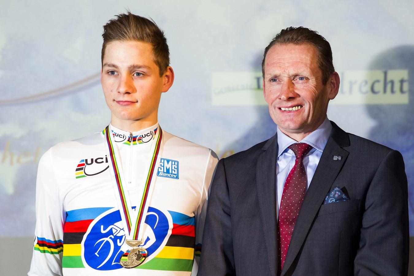 Van der Poel zou zoon Mathieu graag in de Tour zien   Foto   AD.nl