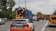Voetganger in levensgevaar na aanrijding op E40