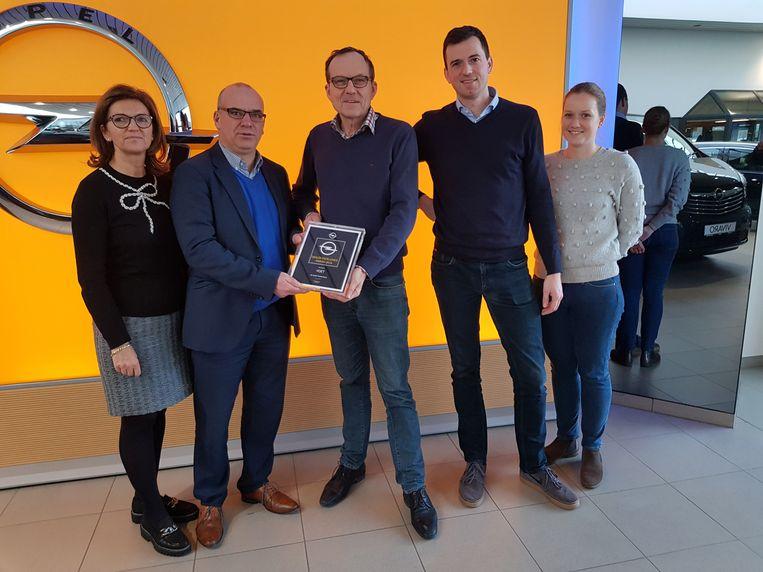 Patricia Alleman, Frederic Vandeputte (Business Development Manager Opel Belgium), Franky Voet, Pieter Voet, Charlotte Voet.