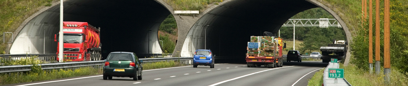 De snelweg A50 tussen Ravenstein en Paalgraven is van woensdag op donderdag afgesloten.