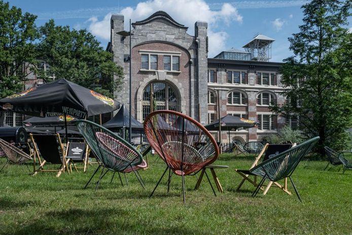 Maar ook een loungeplek op het gras.