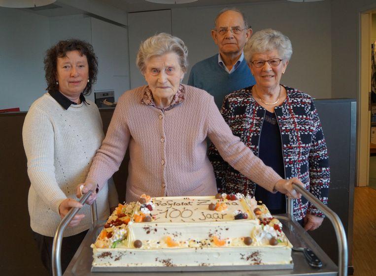 Zulma Ceenaeme kreeg een mooie taart voor haar 100ste verjaardag