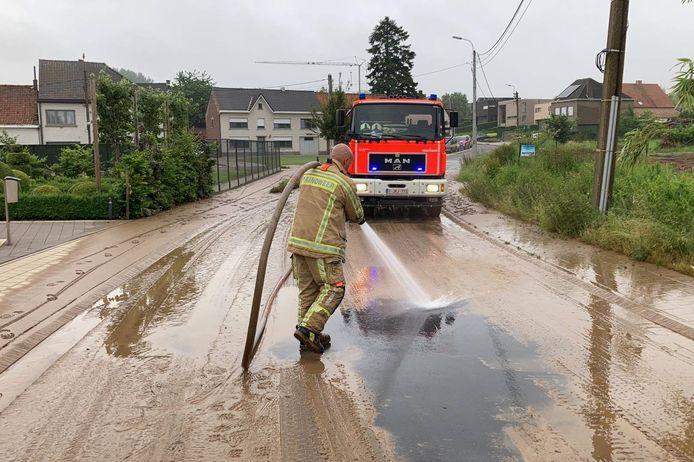 Het gehucht Morelgem bij Zonnegem werd eveneens getroffen door modderstromen.