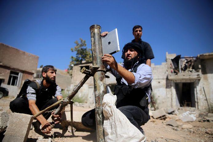 Rebellen in de buurt van Damascus, op een archiefbeeld uit 2013.