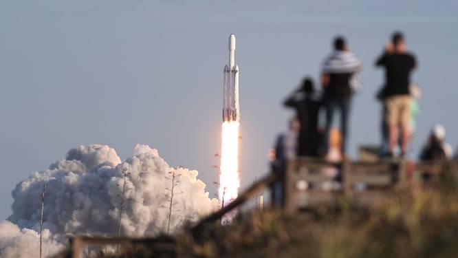SpaceX wil niet 12.000 maar 42.000 satellieten voor snel internet