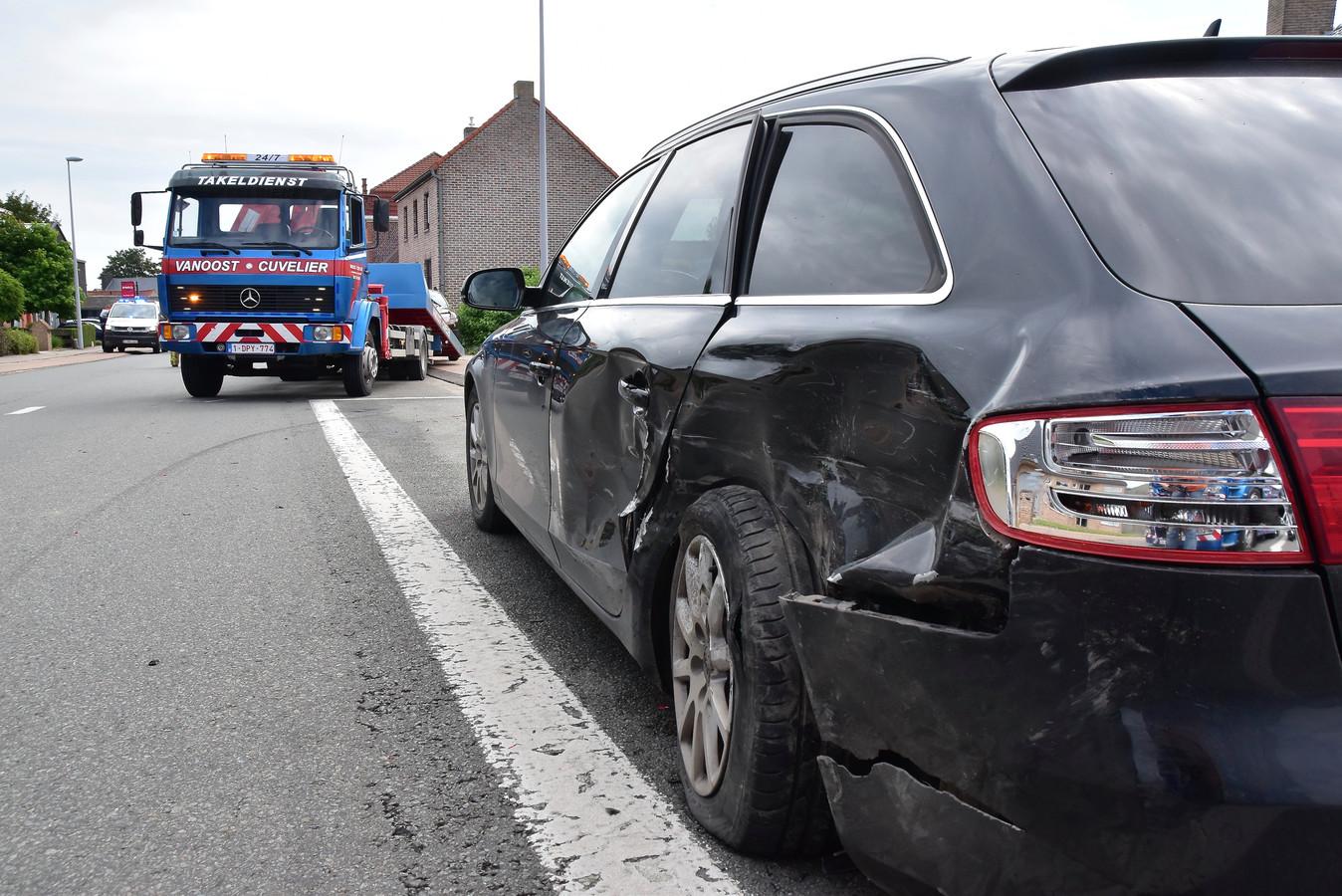 De geparkeerde Audi van Bernard Hermans uit Vlamertinge werd aangereden langs de Duinkerkestraat in Poperinge.