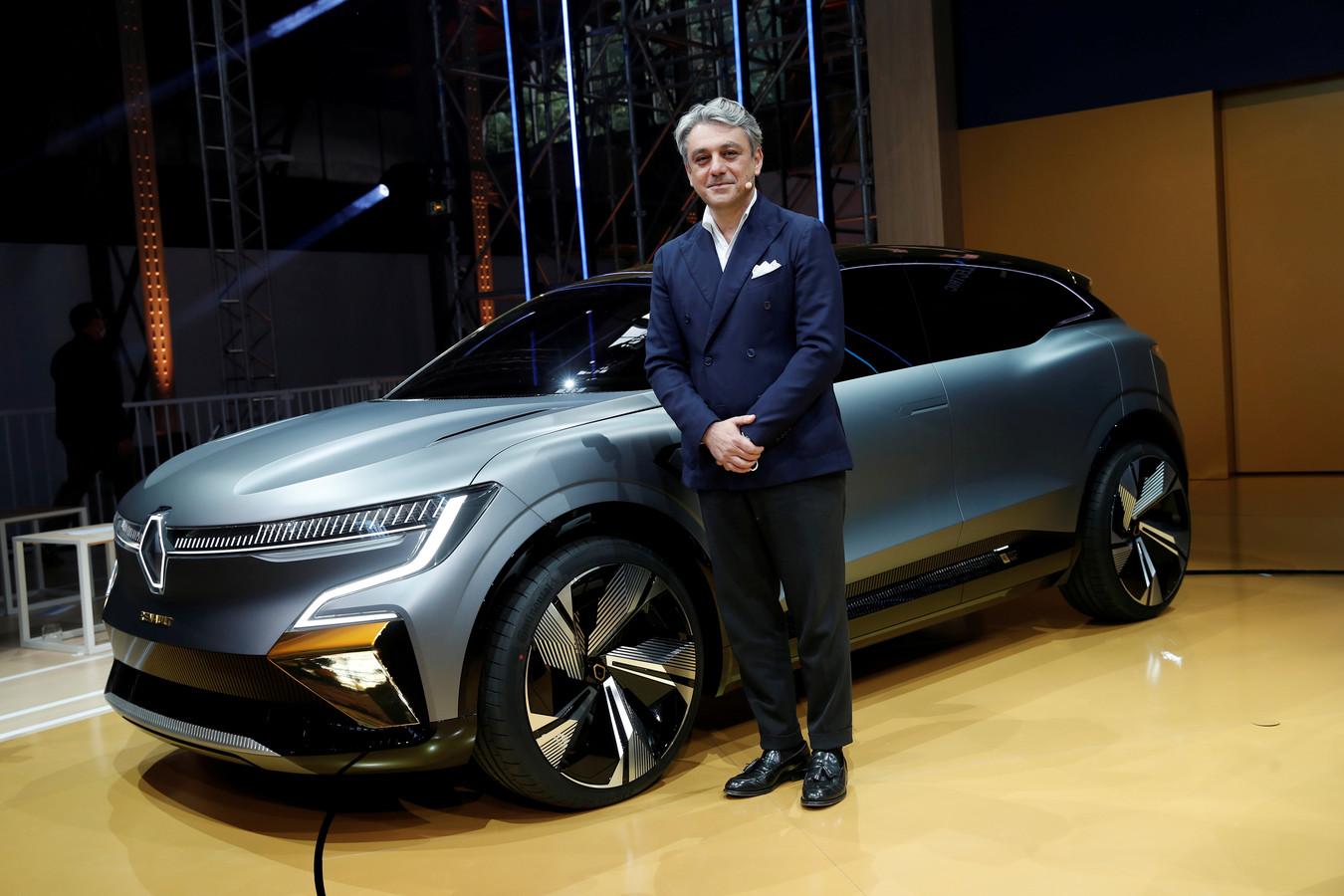 Luca de Meo, Chief Executive Officer van Groupe Renault, bij de Renault Megane eVision. Deze auto gaat later dit jaar in productie als middelgrote elektrische crossover