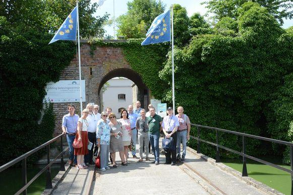 De internationale jury van landschapsarchitecten bezocht gisteren onder meer het fort Liefkenshoek dat als een groene oase midden in het havengebied ligt.