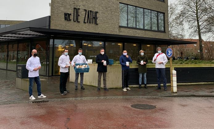 Medewerkers van de hotelschool Ter Duinen, het Sint-Bernarduscollege en wzc De Zathe