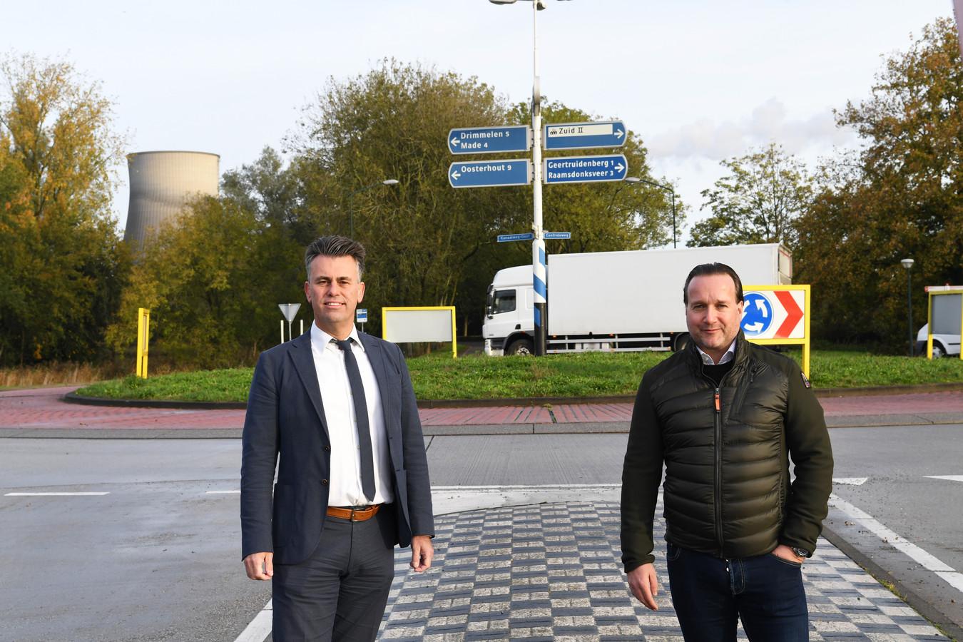 Ondernemers als Marco Verbrugge (links) en Koen de Rooij van de VOG pikken het niet dat bedrijven in Geertruidenberg 17 procent meer OZB moeten betalen vanwege minder inkomsten uit de Amercentrale.