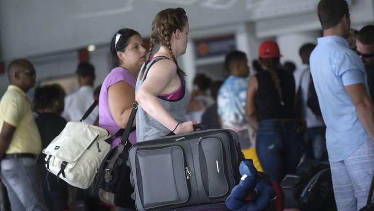Honderden Canadese toeristen verlieten gisteren de Dominicaanse Republiek om aan superstorm Irma te ontsnappen. Beeld epa