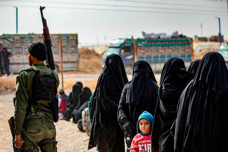 Vrouwen en kinderen in het kamp van al-Hol in Syrië.  Beeld AFP