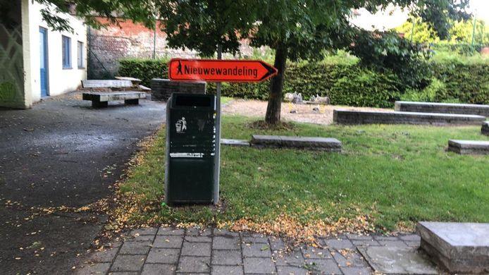 Pijl richting gevangenis in het Kokerpark