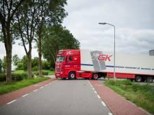 Vrachtwagens gaan om Kerkwijk en Bruchem heen rijden