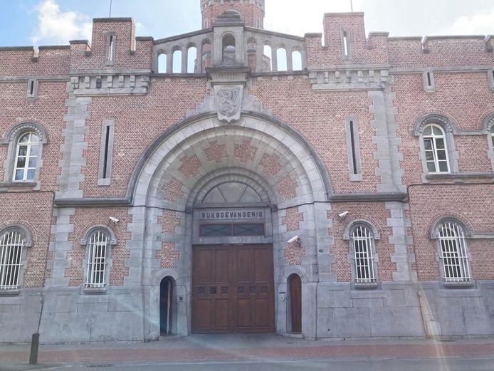 De testbus kwam maandagochtend de Gentse gevangenis binnenrijden
