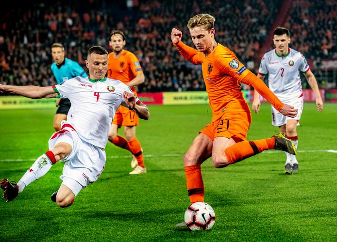 Frenkie de Jong in actie tegen Wit-Rusland.