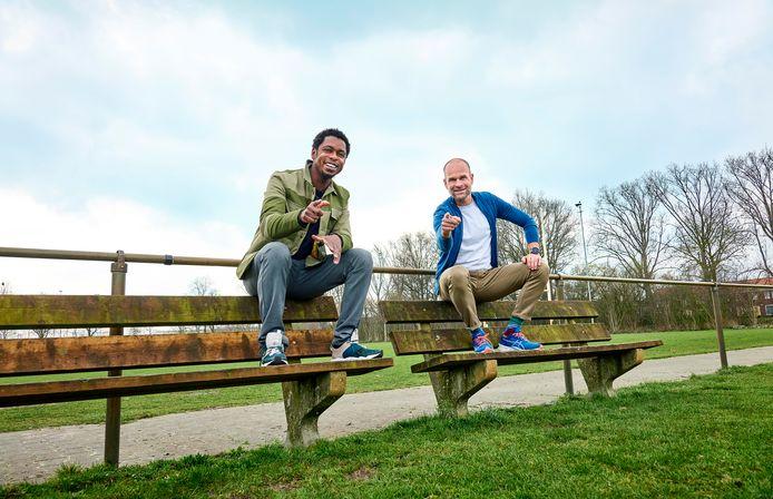 Juryleden van de verkiezing Club van het Jaar 2021, rapper Typhoon (L) en schaatscommentator Erben Wennemars (R).