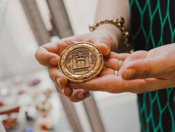 Nog een bijzondere vondst van Marie-Lisah (37): een origineel item van Chanel.