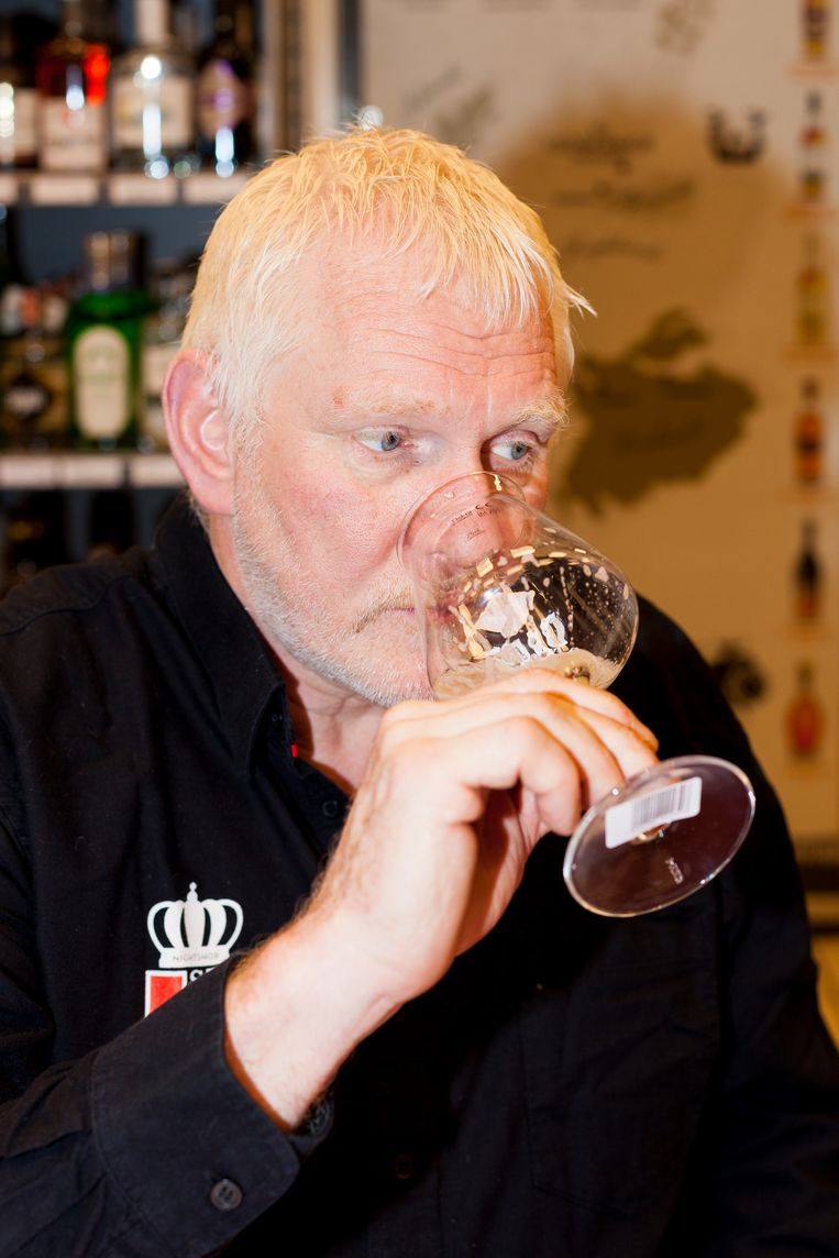Jan Wisseldorp: bierkenner en eigenaar van avondwinkel Sterk.  Beeld Renate Beense