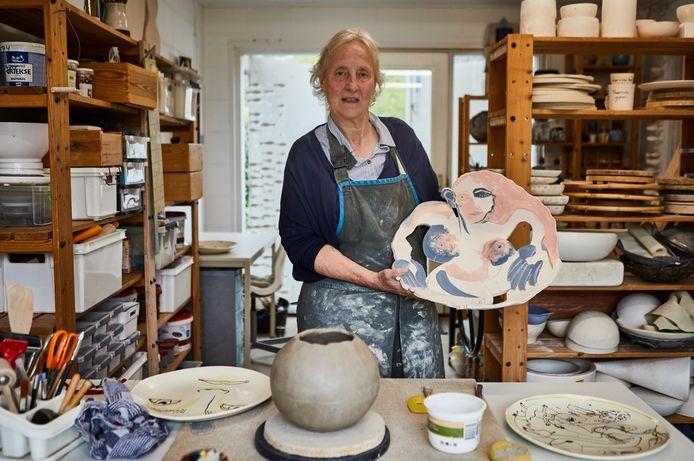 Els Bottema (67) uit Eefde is keramiekkunstenares.