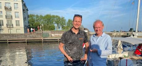 Wat een geluk! Magneetvisser Olaf heeft in no time het verloren Omega-horloge van Paul boven water