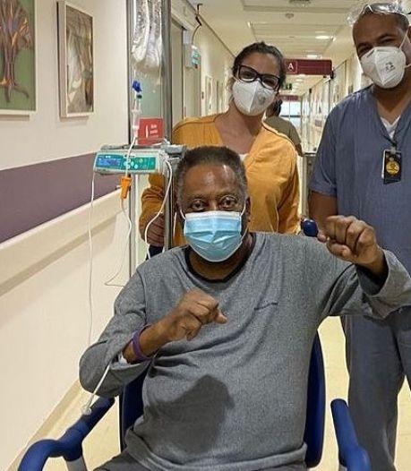 """Pelé affirme qu'il va """"chaque jour un peu mieux"""""""
