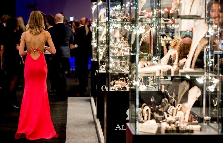 Bezoekers tijdens de vijftiende editie van Masters of LXRY, een beurs in de Amsterdam RAI die draait om luxe. Beeld ANP