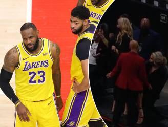 """LeBron James krijgt het aan de stok met twee vrouwelijke fans in de NBA: """"Courtside Karen was MAD MAD"""""""