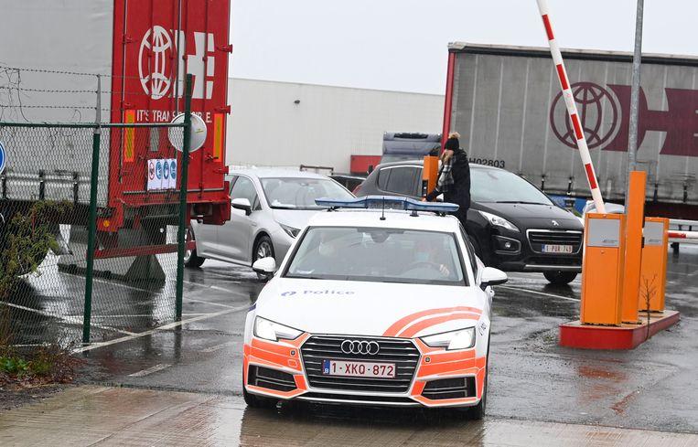 De politie begeleidde de transporten van Essers. Beeld Photo News