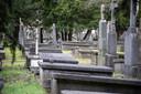 De begraafplaats aan de Daalseweg, die dateert van 1884. Daklozen vinden hier een rustige slaapplek.