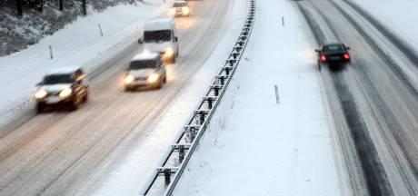 Sneeuw in Brabant zorgt dinsdag voor extra vertragingen op de weg, NS smeert onderkant treinen in